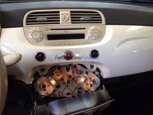 Fiat 500 > Come cambiare le lampadine del cruscotto.